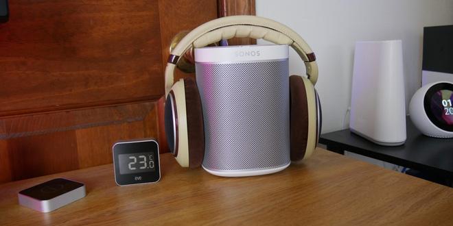 Atland cũng sử dụng chiếc loa Sonos Play:1 để nghe nhạc và giải trí. Ngoài ra bạn có thể tham khảo thêm một số mẫu loa bluetooth khác mà chúng tôi tổng hợp trong danh sách này tại đây